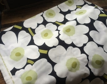 "White Black Pieni Unikko cotton fabric, half yard, 18x56"", Finland"