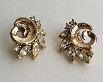 Beautiful Vintage Signed TRIFARI Gold Tone Sparkling Clear Rhinestone Swirl Clip On Earrings