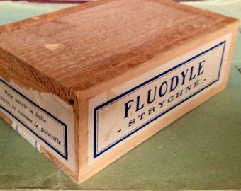 Vintage Wooden Slide Lid Box • free shipping