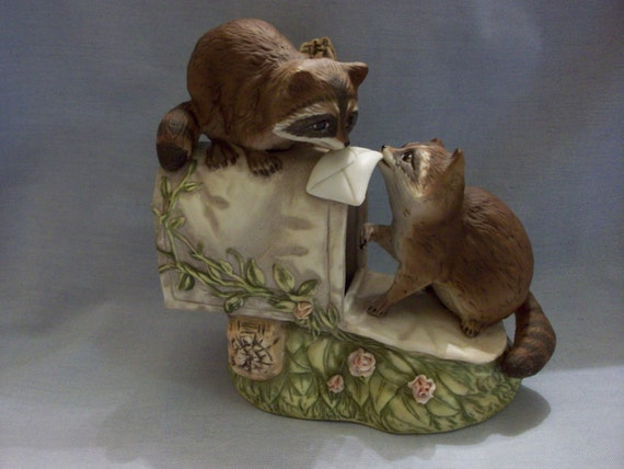 Homco masterpiece porcelain figurine raccoons at the mailbox for Home interior masterpiece figurines