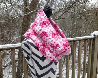 Cowl. Crocheted cowl. Pinks and whites cowl.