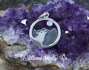 Wolf Charm, Wolf Pendant, Wolf Howling at the Moon Charm, Sterling Silver Charm, Wolf Howling Charm, Wolf Scene Charm, PS01572