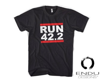 "Metric Marathon Run Runner Running Tshirt ""RUN 42.2 KILOMETERS!"" - Mens T-Shirt"