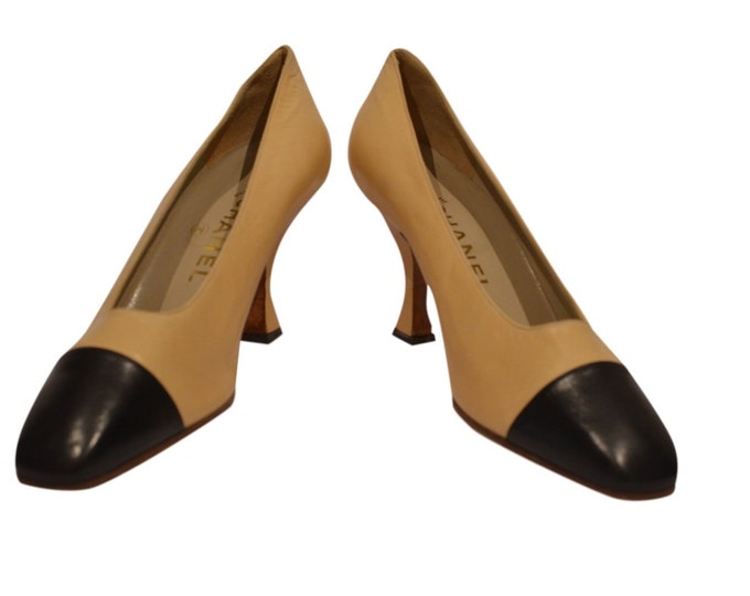 Vintage Estate Authentic Chanel Beige Black Square Cap-toe Pump made in Italy Size 38.5