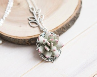 Chain with Succulent Pendant, Succulent Necklace, Botanical Necklace, Vintage Flower Necklace