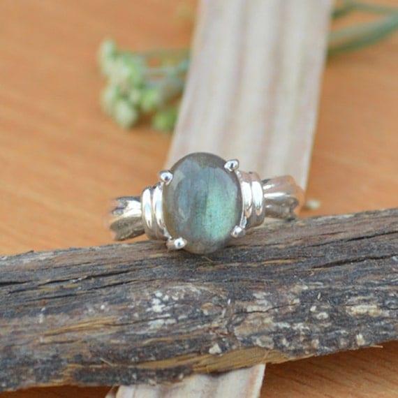 Labradorite Ring - Labradorite Gemstone Ring - Ring Size 9 - 925 Sterling Silver -Tiny Labradorite - Designer Labradorite Ring
