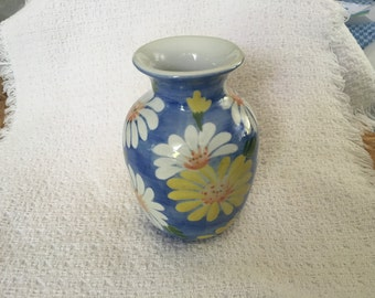 Daisies on White Porcelain Vase, Blue Painted White Vase with White & Yellow Daisies, Daisy Vase