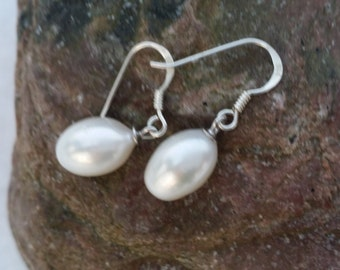 Oval freshwaterpearl earrings