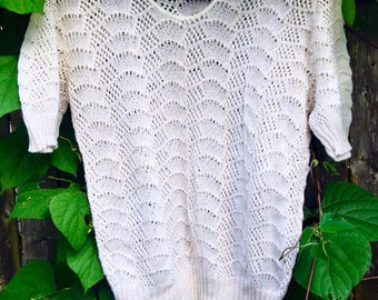 Adorable 1970's Short Sleeved Sweater