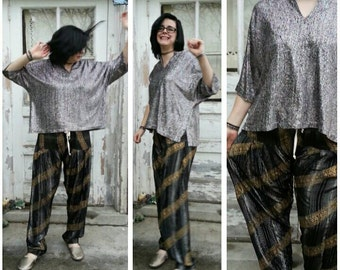 Metallic silver boxy cut tunic top blouse / rainbow highlights / vintage 1980s / one size fits most