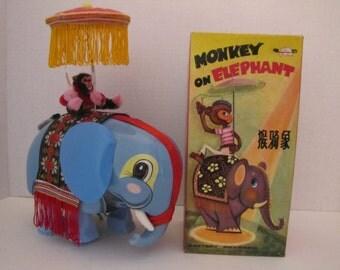 Monkey on Elephant ME776