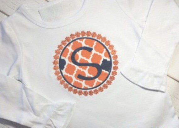 Auburn T Shirt Circle Applique Design Outlined In Paw Prints