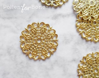 4pcs ∙ Medium Round Victorian Filigree Vintage European Ornate Focal Pendant Floral Lace Wrap Brass Stamping Jewelry Supplies