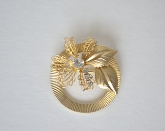 Vintage Gold Tone Clear CZ Rhinestone Flower Leaf Wreath Brooch Pin