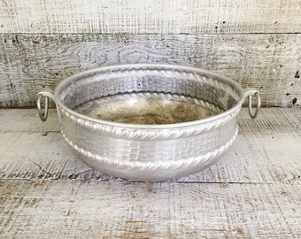 Galvanized Planter Galvanized Bucket Hammered Metal Planter Galvanized Metal Flower Pot Metal Pail Garden Decor Farmhouse Decor Cottage Chic