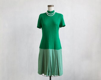mod green dress / white and green dress / mid lenght dress / day dress / green 60s dress / A line dress / green pleated checked dress