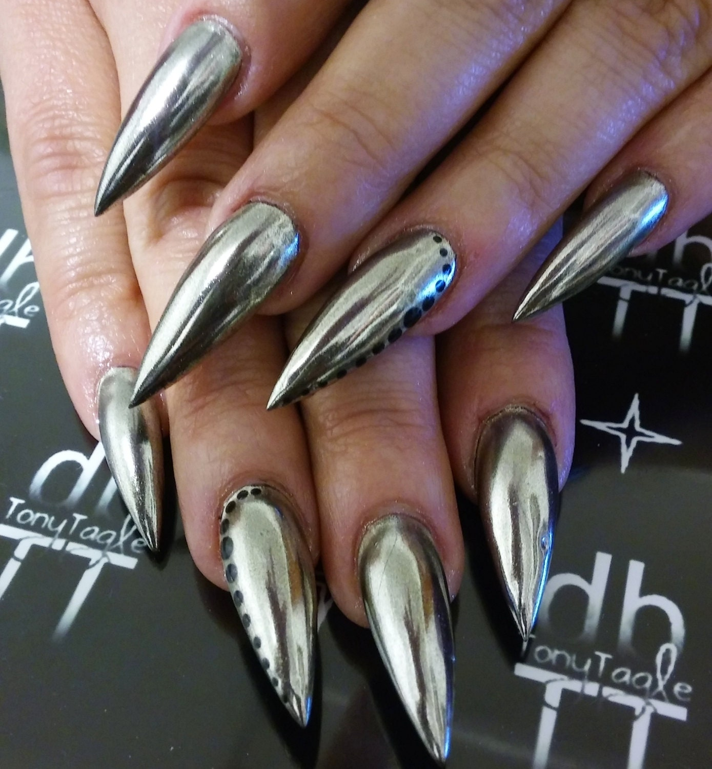 Chrome mirror dust mirror effect nails chrome mirror pigment kit available from - Nail art a specchio ...