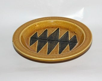 Great vintage stoneware Plate with stylized pattern. Designed by Gunnar Nylund for Rörstrand, Sweden Scandinavian