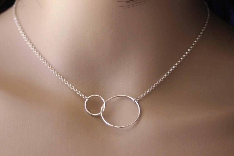 collier en argent massif avec 2 anneaux enlac s 2cm et 1cm. Black Bedroom Furniture Sets. Home Design Ideas