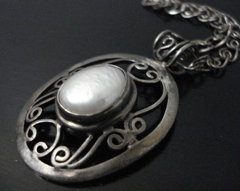 Mother of  Pearl Opulent Pendant 925 Sterling Silver Necklace Pendant Vintage