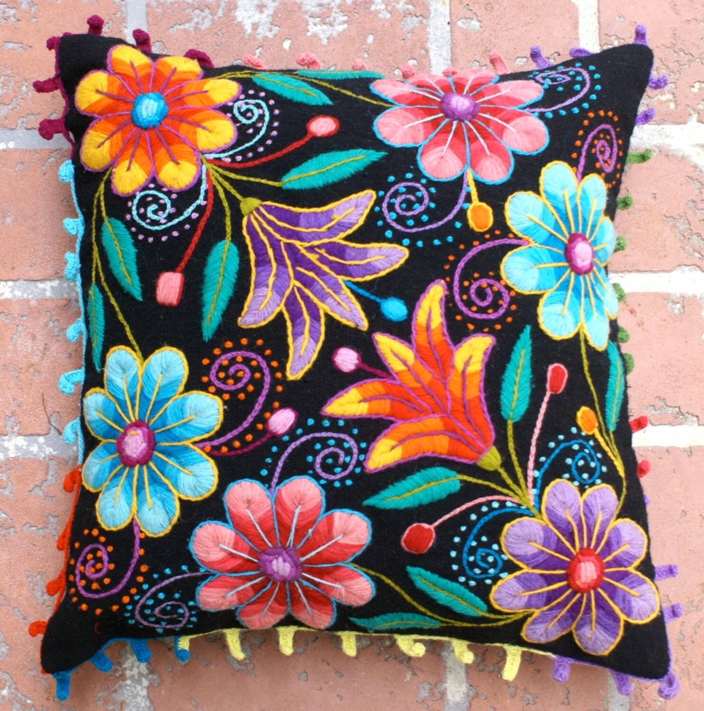 Fundas de almohada peruano mano bordadas flores de lana de for Cojines con nombres bordados