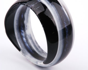 Asymetric resin bangle, striped black and white, fits M