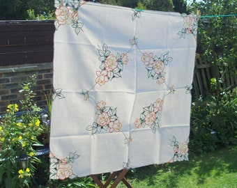 Vintage Hand Embroidered Floral Daisy Tablecloth