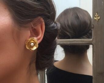 Petite Gold flower earrings