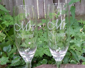 Wedding Champagne Glasses / Personalized Toasting Glasses / Custom Engraved / Etched / Mr Mrs Champagne Flutes / Set of 2 / 48 DESIGNS