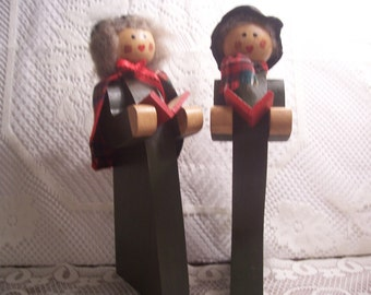 Solid Wood man and Woman Carolers