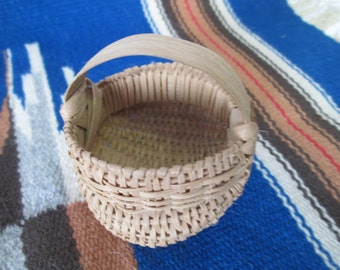 Vintage butt round basket Navajo Baskets Hand made Early 19th century Basket Hand woven reeds #9