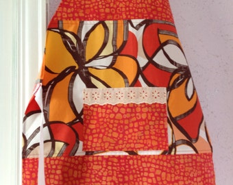 Woman's cotton apron with pocket
