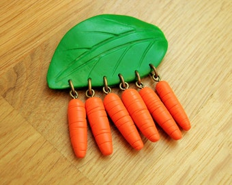 Carrot brooch pin, 40's inspired novelty vegetable brooch, gardener's brooch, fruit brooch.