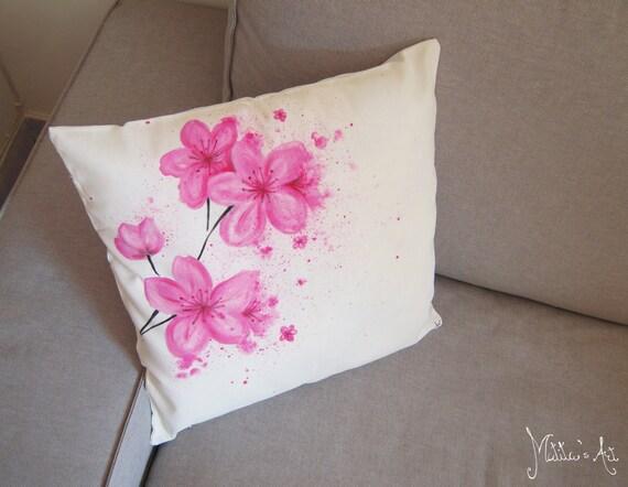 Serie di cuscini dipinti a mano fiori cherry blossom gettare for Cuscini dipinti