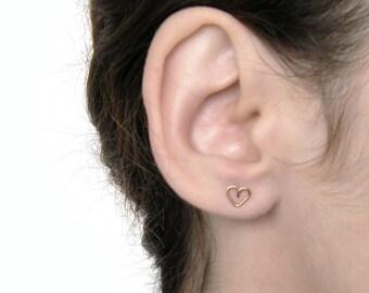 Tiny heart earrings, heart stud earrings, small hearts earrings silver, minimalist heart earrings, bridesmaid gift, everyday earrings.