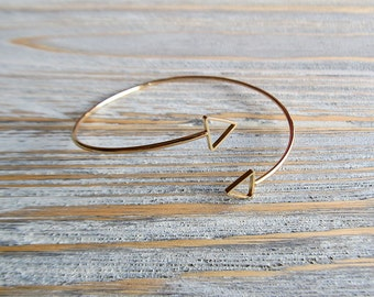 Gold Triangle Bangle, Gold Triangle Bracelet, Gold Geometric Bangle, Gold Bangle, Minimal Bracelet, Dainty Bracelet, Wrap Around Adjustable