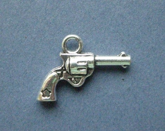 10 Gun Charms - Gun Pendants - Gun - Pistol - Cowboy Gun -  Antique Silver - 11mm x 21mm -- (No.66-10320)