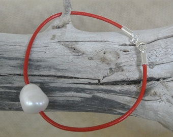 White Baroque Pearl & Leather Bracelet
