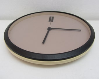 PHILIPS - Minimalist Plastic Round Wall Clock - Type HR5495 1.5 V - Made in West Germany - 1980s