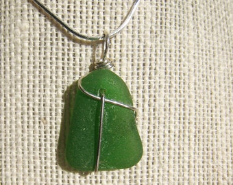 Kelly Green Sea Glass Necklace/Pendant/Sterling Wire Wrapped/Jewelry/Sea Swag/Urban Boho/Maine