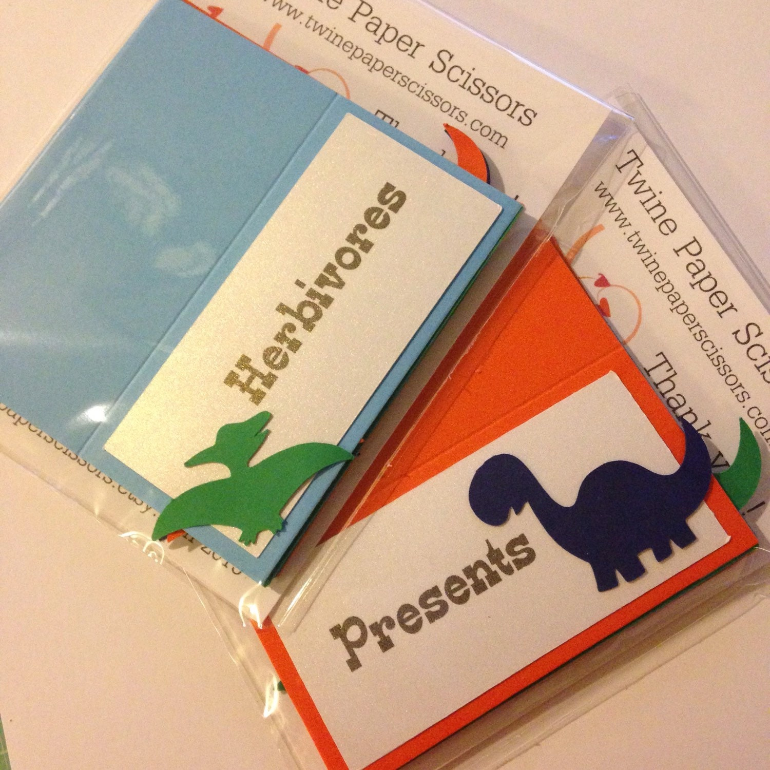 dinosaur theme place cards   food labels   food tents   food