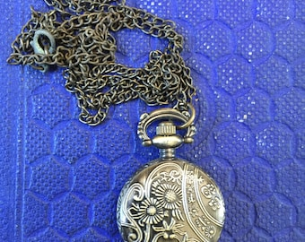 Vintage Pocket Watch Pendant Necklace; Pocket Watch Necklace; Vintage Necklace; Vintage Jewelry; Vintage Pocket Watch; Pendant Necklace