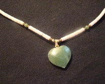 Vintage spinach jade carved heart pendant necklace white shell choker beautiful