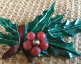 LOVELY VINTAGE Circa 1950's enamel Christmas Holiday Jewelry pin.