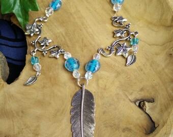 Feather Grove - necklace Piuma feather edera ivy azzurro blu blue cristalli crystals celtic fantasy