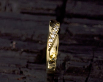 Ring made of 585 gold with brilliant-cut diamonds