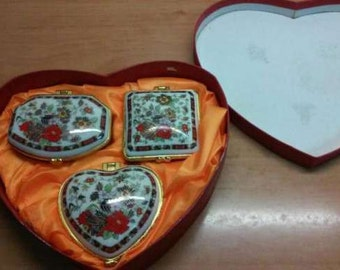Gift set:3 boxes for jewelry\\Packing in form a heart\\For mom,daughter\\For her\\Porcelain Trinket Box Painted\\Flowers\\LOVE