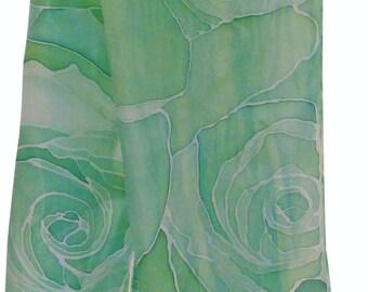 Hand painted Silk Scarf Green Roses, Zijden sjaal met de hand beschilderd rozen in het groen, 34 x 125 cm (13,4 x 48, 8) inches