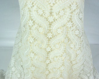 Flora guipure ~ Couture lace ~ Guipure lace~  Ivory ~ Off White ~ Floral design ~ Double scallop ~ Bridal lace~ Wedding fabric ~ No 51