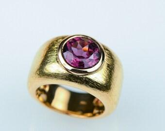 • Rhodolite ring • Rosé gold